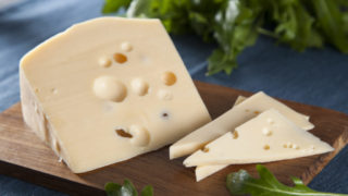 Как приготовить сыр маасдам своими руками, лучшие рецепты для домашнего изготовления и полезные советы