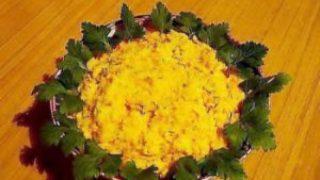 Миниатюра к статье Салат из сыра с чесноком