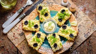 бутерброды с плавленым сыром и чесноком