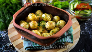 молодой картофель с чесноком
