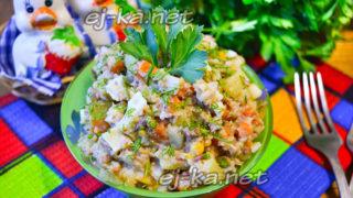 салат из сайры консервированной